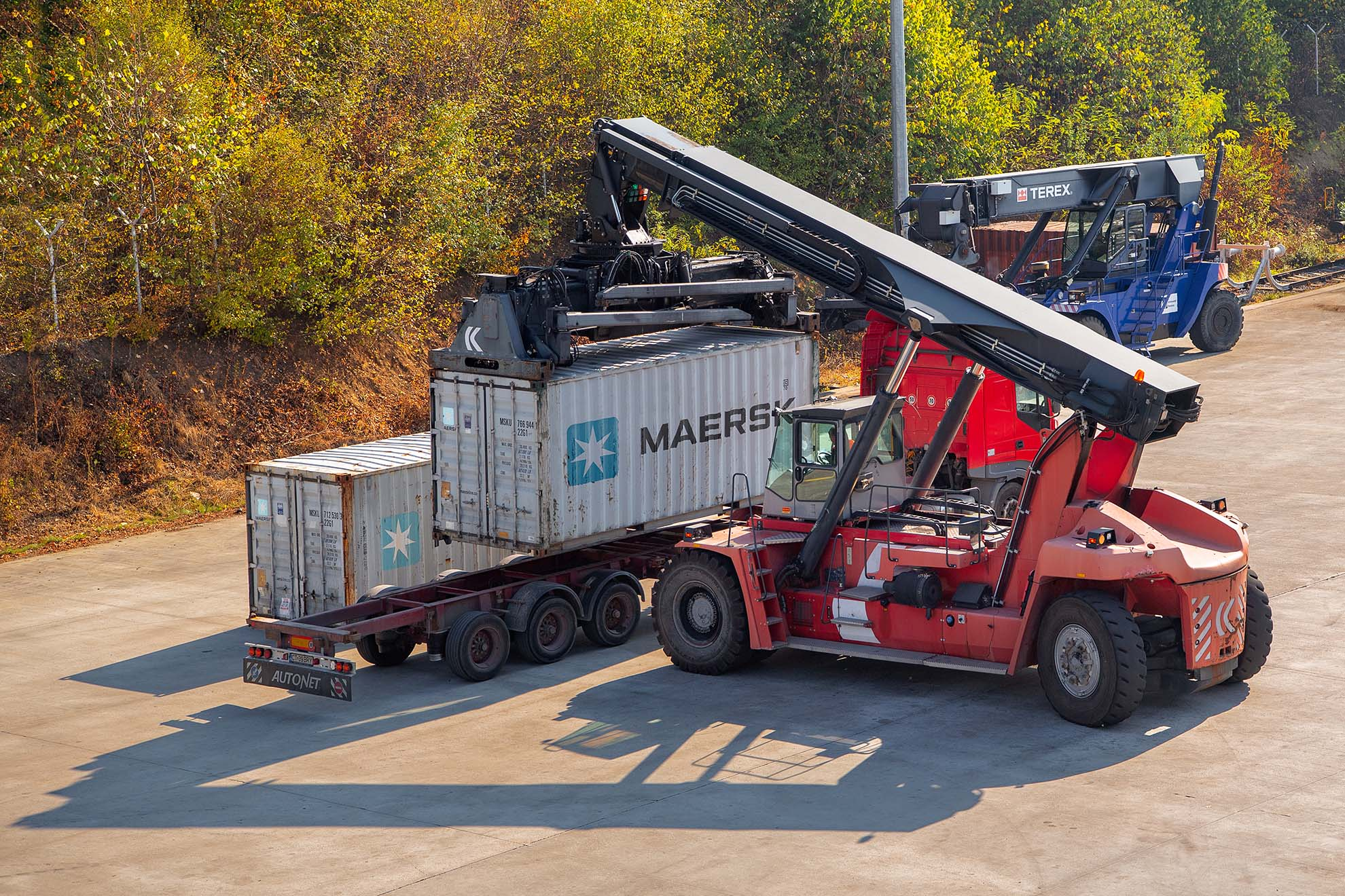 kalmar-reach-stacker-maersk-container-swap
